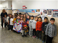 May Moore Kindergartners Give a 'Hand' to Vets 2