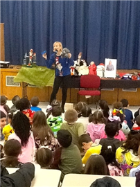 JQA Families Entertained by Seuss Storyteller for READ 3